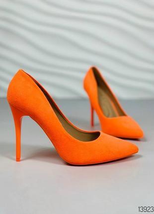 Яркие туфли лодочки оранживые
