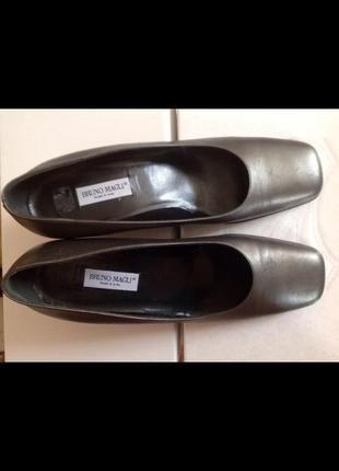Новые итальянские кожаные туфли bruno magli 40 (26.5)