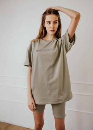 Женский костюм футболка + шорты comfort оливковый с рефлективным принтом