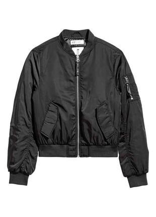 Утепленная куртка бомбер h&m  в наличии xs s m