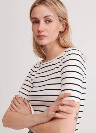 Классная женская футболка  reserved  размер л-хл