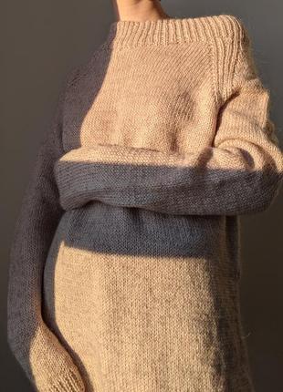 Теплый удлиненный свитер ручной работы