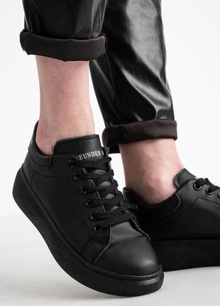 Стильные женские кроссовки msqueen