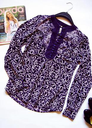 Блуза с красивым принтом в цветочный орнамент