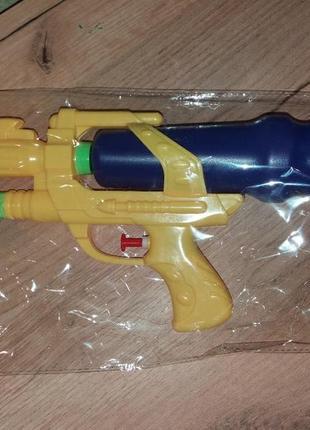 Большой водяной пистолет