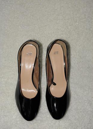 Чудесные новые удобные лаковые туфли от бренда h&m  размер 40
