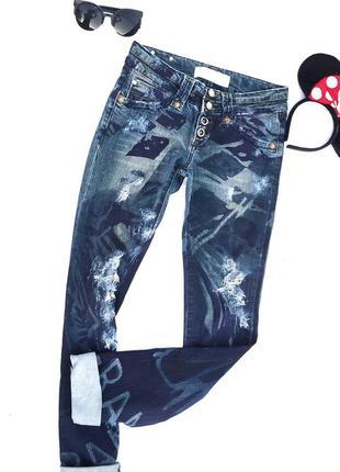 Стильные рваные джинсы roberto cavalli