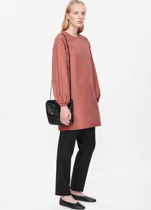 Стильное платье-туника с карманами cos