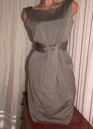 Красивое офисное платье (s) с поясом, на лёгкой подкладе, отлично смотрится.