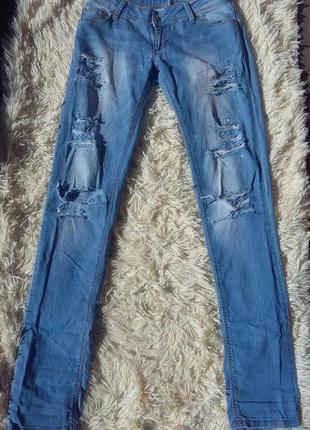 Суперские джинсы рваные с дырками