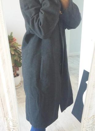 Теплое прямое пальто на синтепоне