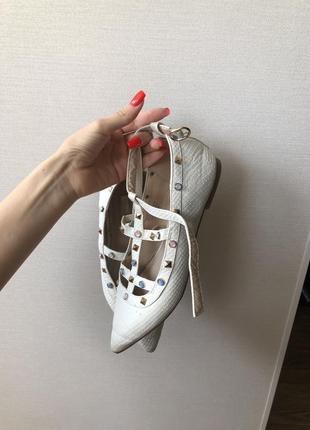 Туфли в стиле valentino
