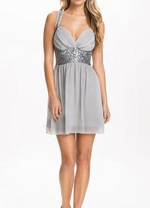 Серое шифоновое платье с паетками