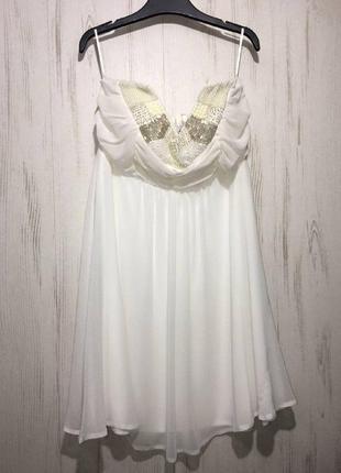Белое шифоновое платье с жемчужинами