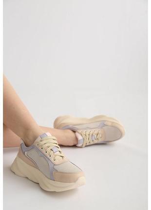 Женские кожаные кроссовки с замшевыми вставками