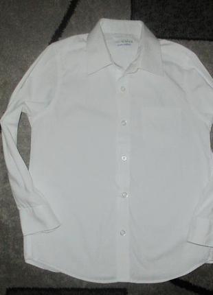 Беленькая рубашечка с длинным рукавом фирмы маркспенсер на 6-7 лет