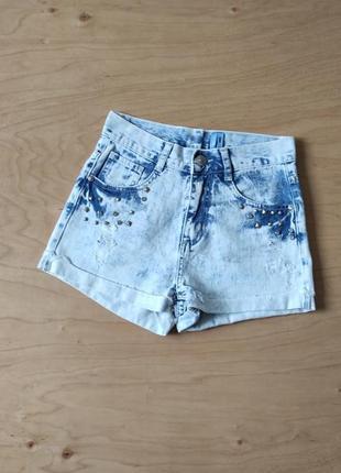 Джинсовые шорты с потертостями  yesyes