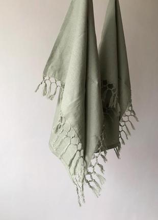 Льняное полотенце с бахромой и ручным плетением