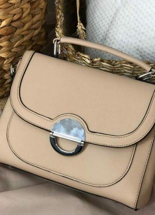 Бежевая прямоугольная сумочка