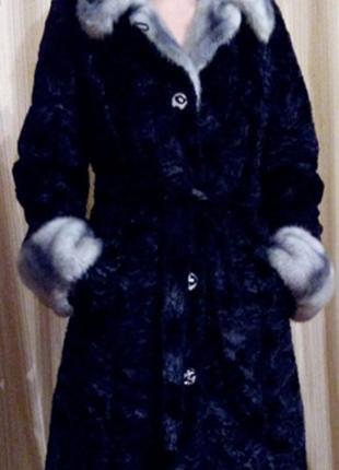 Отличное каракулевое пальто
