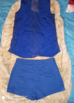 Темно синій костюм