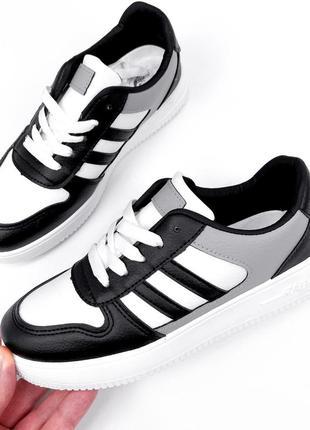 Кроссовки черные с белым и серым