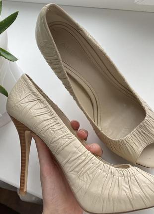 Туфли босоножки aldo бежевые тонкий каблук 40 размер