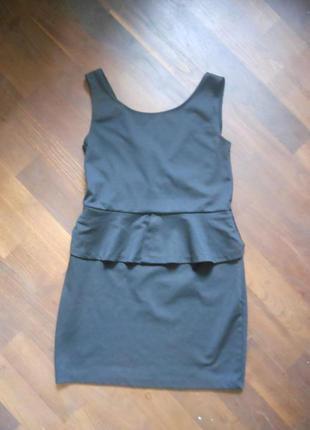 Стильное черное базовое платье мини с воланом