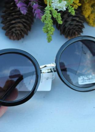 Солнцезащитные круглые очки (с мелкими царапинами на стекле) новые