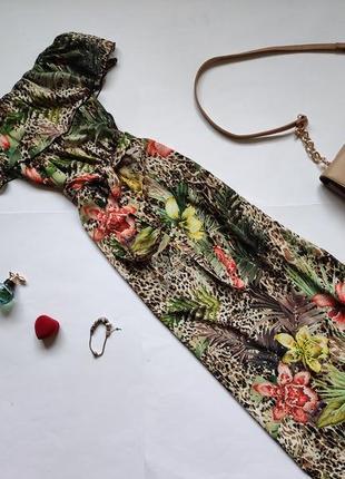 Длинное платье макси с открытыми плечами quiz