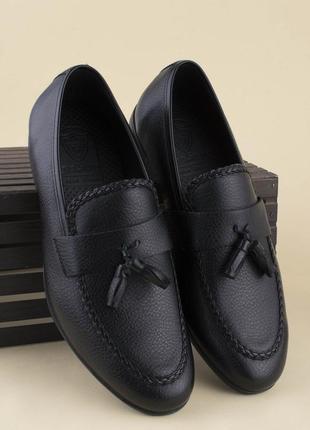 Мужские черные туфли на каблуке