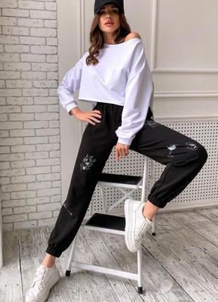 Чёрные женские брюки с принтом