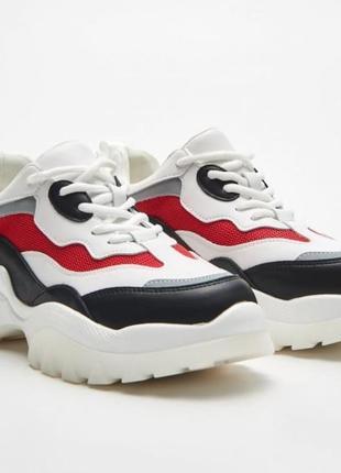 Новые фирменные кроссовки на толстой подошве