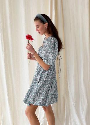 Платье с открытой спиной в принт штапель