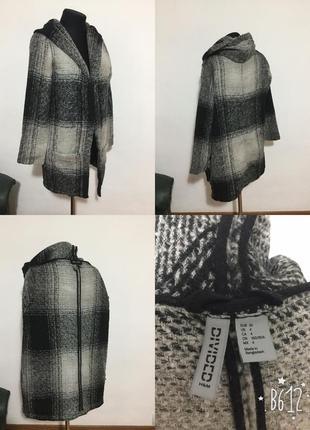 Базовое, фирменное пальто -кардиган, на запах с капюшоном (на невысокую)