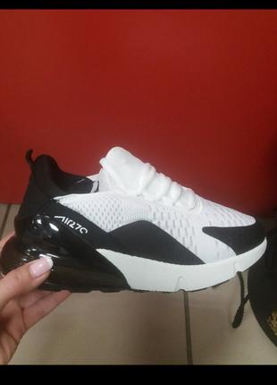 Последняя пара !!! кроссовки черно- белые.