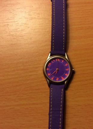 Классные фирменные часы
