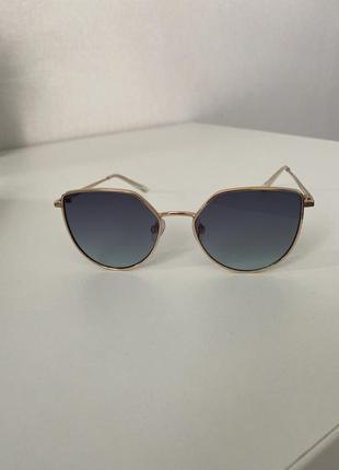 Солнцезащитные очки на лето