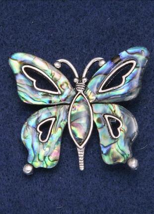 С камнями бабочки