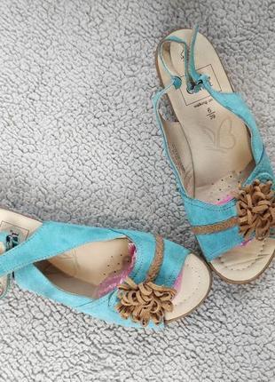 Летние замшевые сандали босоножки на невысоком каблуке