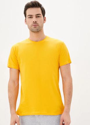 Мужская футболка желтый