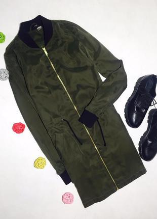 Очень стильная удлиненная куртка бомбер с длинным рукавом на молнии