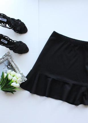 Стильная трикотажная юбка на резинке с баской внизу