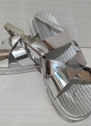 Босоножки серебро