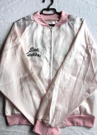 Бомбер атласный пудровый с вышивкой розовый asos ветровка