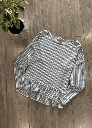 Блуза в полоску с рюшей