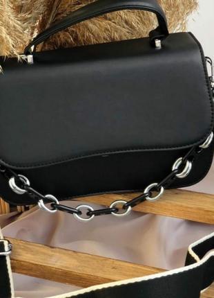 Черная прямоугольная сумочка