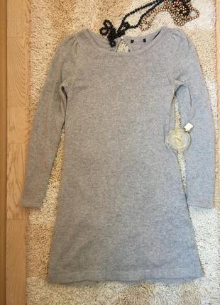 Серое теплое платье с вырезом сзади