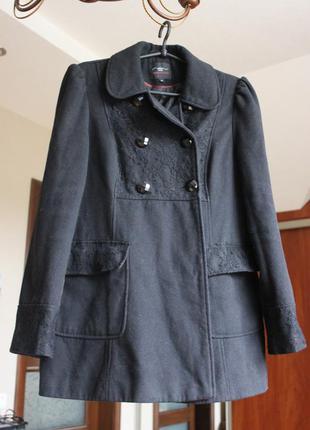 Очень красивое и модное пальто,с ажуром и пуговичками!