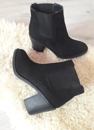Ботинки h&m на толстом каблуке/ ботинки на резинках
